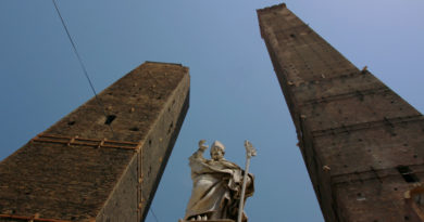 Due torri di Bologna: Asinelli e Garisenda @torridibologna