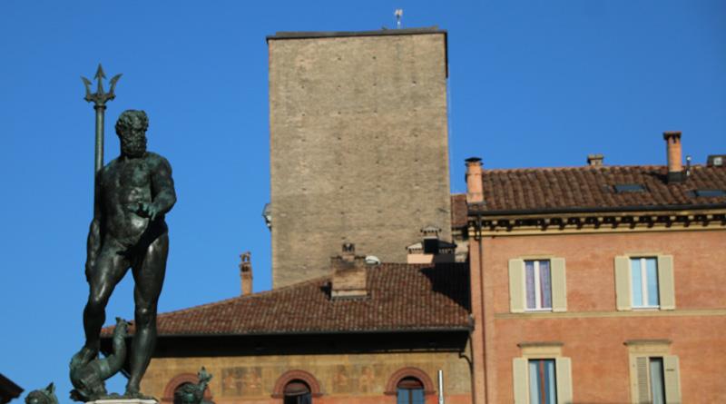 Torre Scappi con il Nettuno, Bologna. @torridibologna